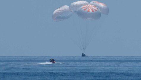 Prima misiune SpaceX cu echipaj uman un succes!